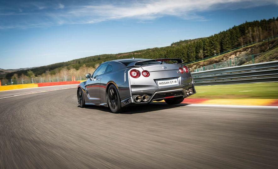 2017 Nissan GT-R - Slide 11