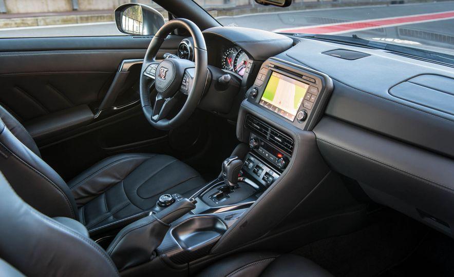 2017 Nissan GT-R - Slide 23