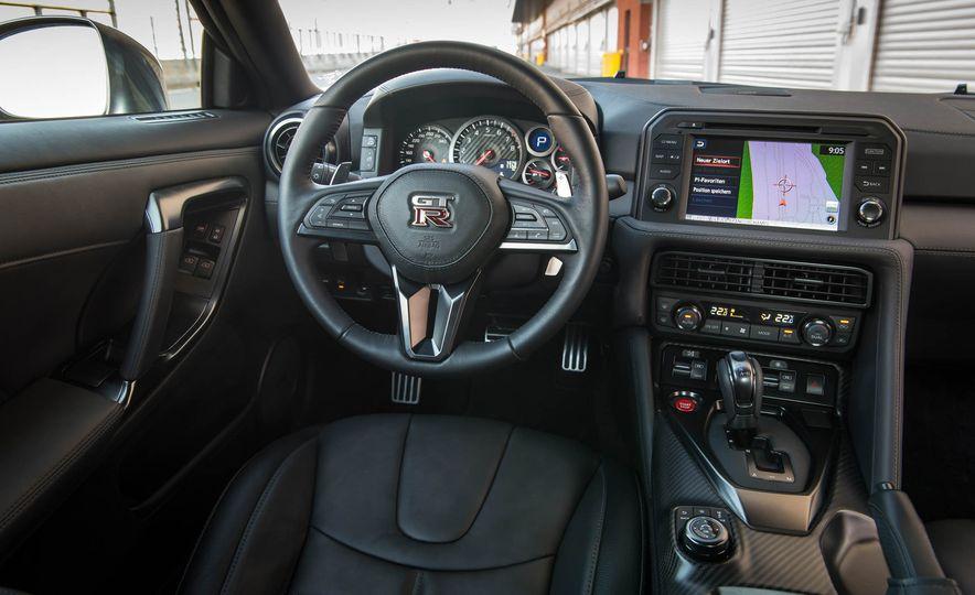 2017 Nissan GT-R - Slide 24