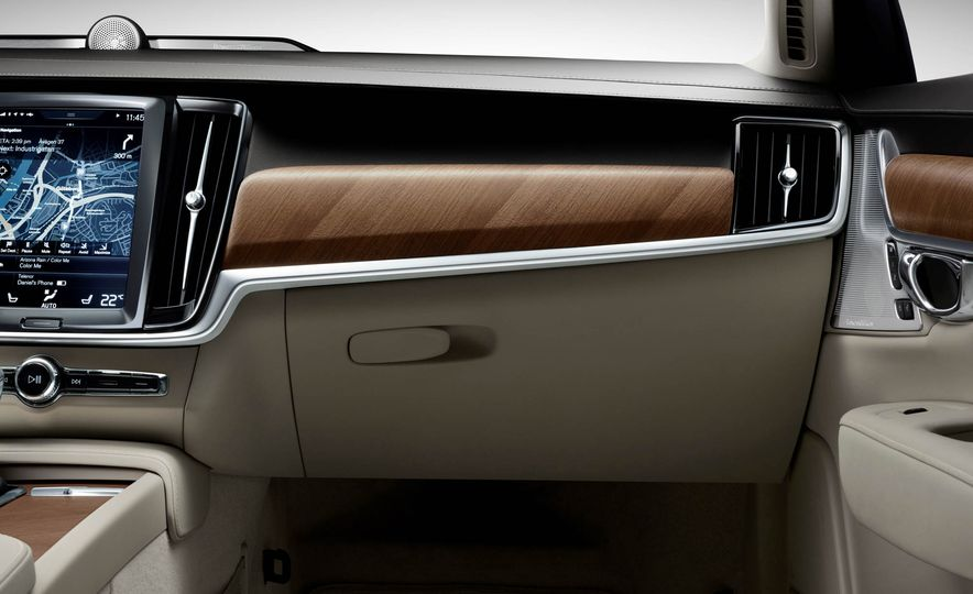2017 Volvo S90 - Slide 26