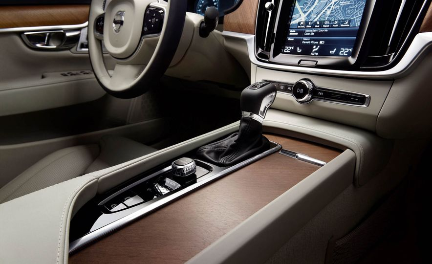 2017 Volvo S90 - Slide 29