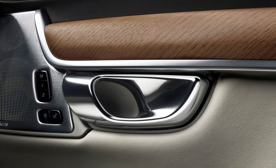 2017 Volvo S90 - Slide 32