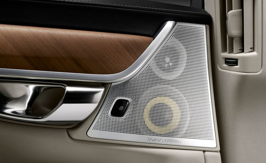 2017 Volvo S90 - Slide 34