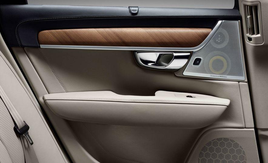 2017 Volvo S90 - Slide 35
