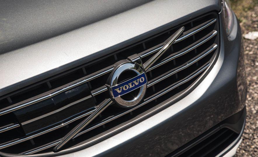 2016 Volvo XC60 T6 AWD Drive-E - Slide 11