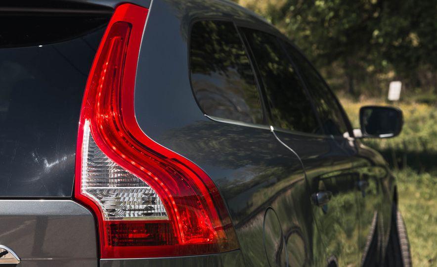 2016 Volvo XC60 T6 AWD Drive-E - Slide 17