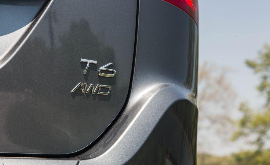 2016 Volvo XC60 T6 AWD Drive-E - Slide 18