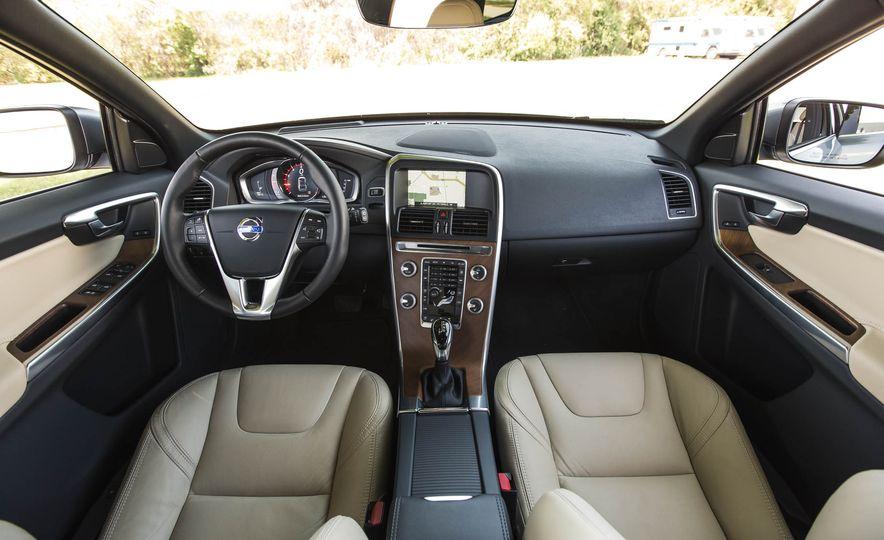 2016 Volvo XC60 T6 AWD Drive-E - Slide 21