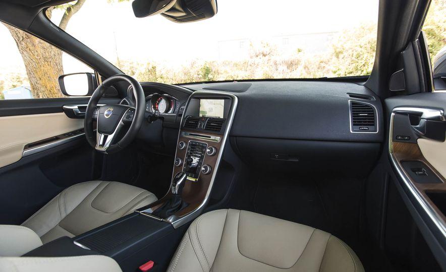 2016 Volvo XC60 T6 AWD Drive-E - Slide 22