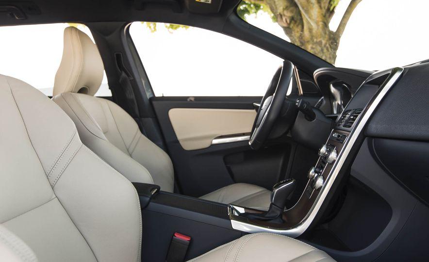 2016 Volvo XC60 T6 AWD Drive-E - Slide 23