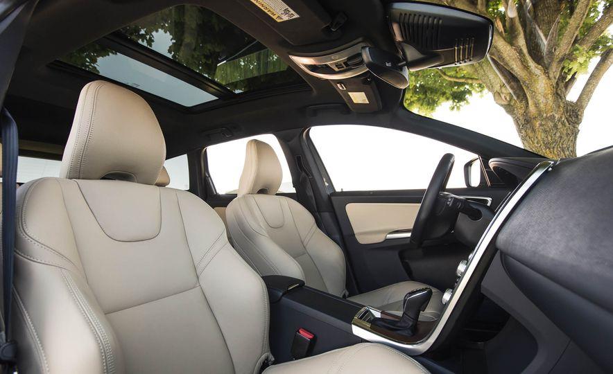 2016 Volvo XC60 T6 AWD Drive-E - Slide 25