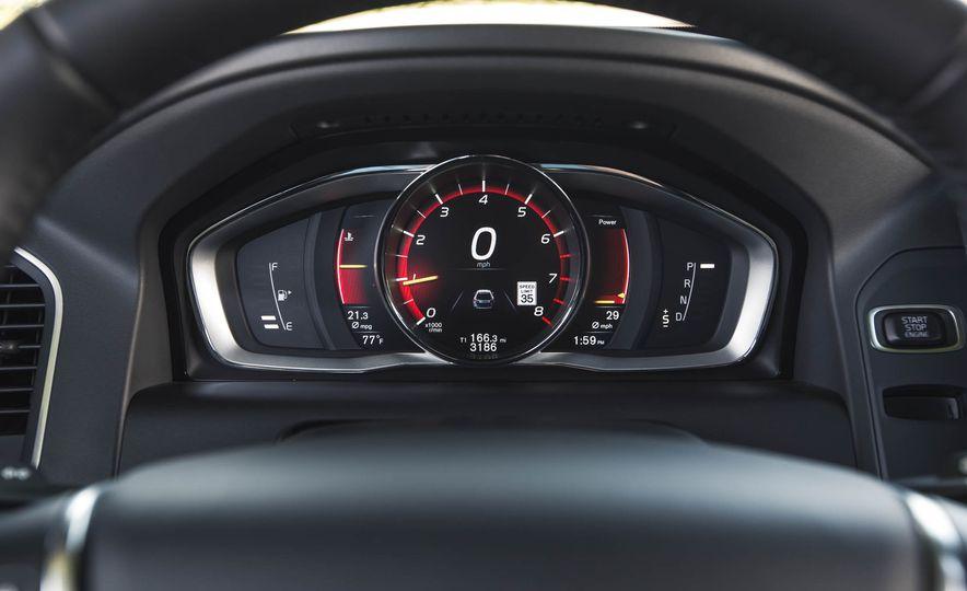 2016 Volvo XC60 T6 AWD Drive-E - Slide 31