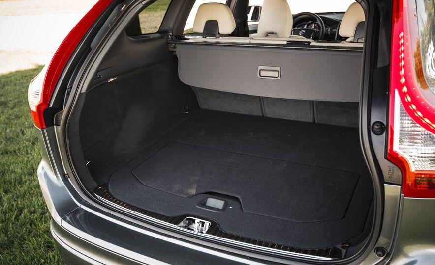 2016 Volvo XC60 T6 AWD Drive-E - Slide 37