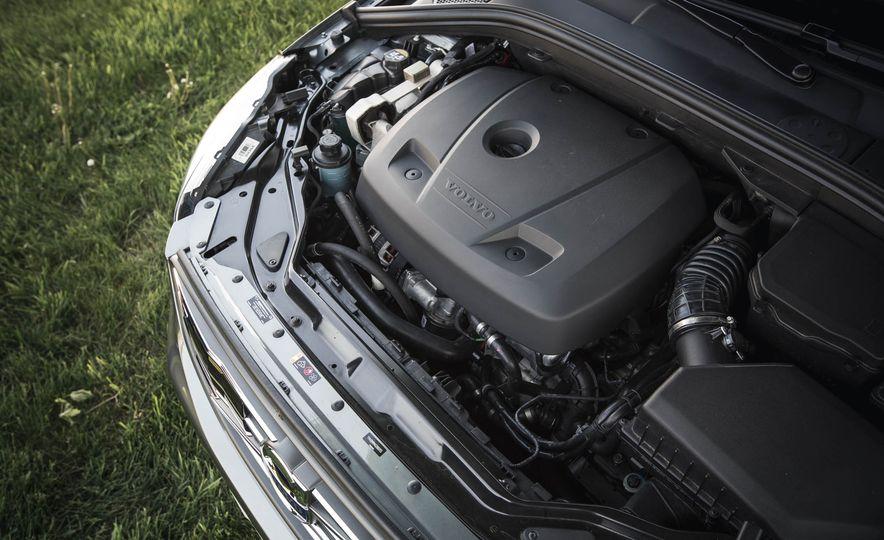 2016 Volvo XC60 T6 AWD Drive-E - Slide 39