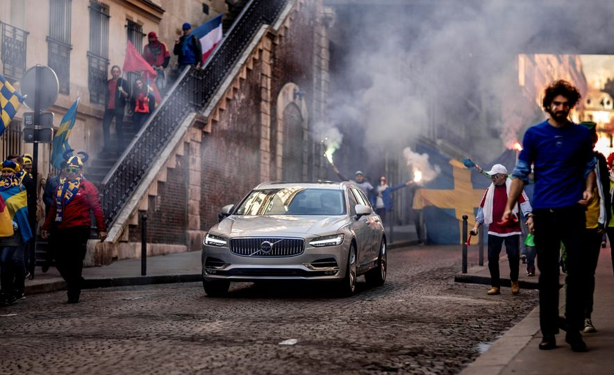 2018 Volvo V90 - Slide 10