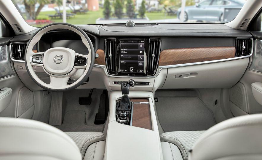 2018 Volvo V90 - Slide 23