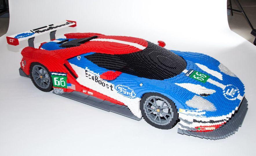 Lego Ford GT race car - Slide 1
