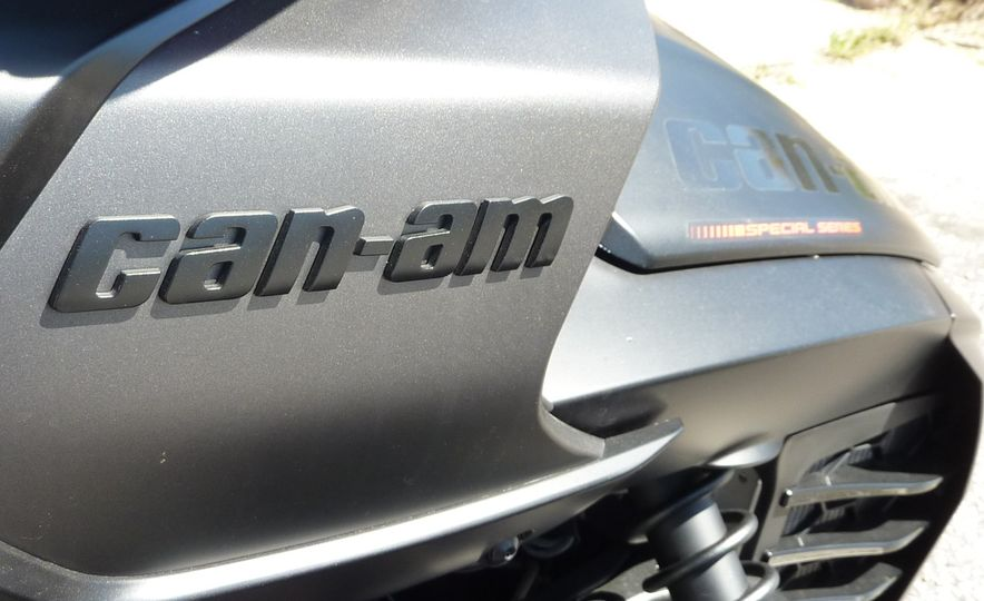 2016 Can-Am Spyder F3 - Slide 14