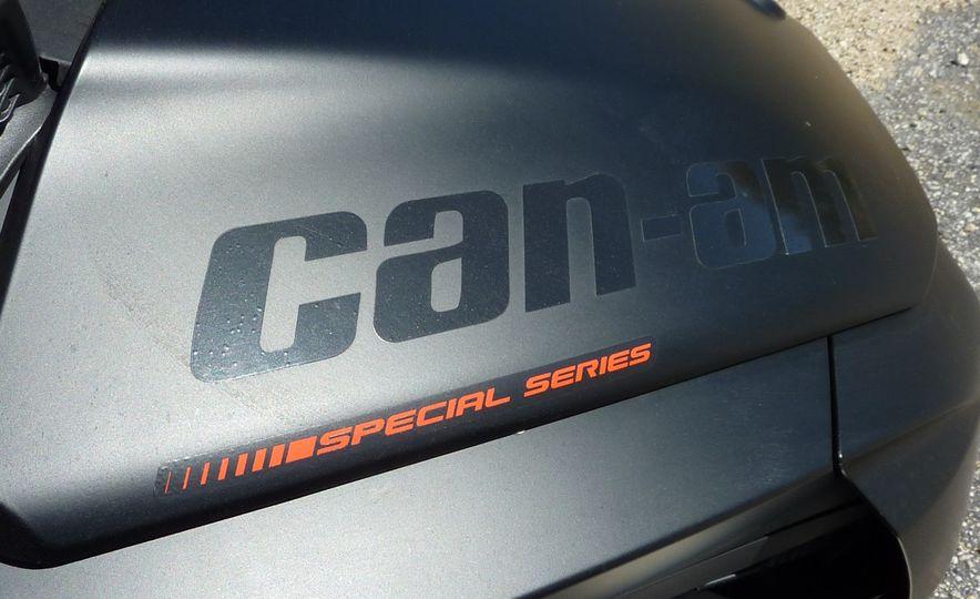 2016 Can-Am Spyder F3 - Slide 15