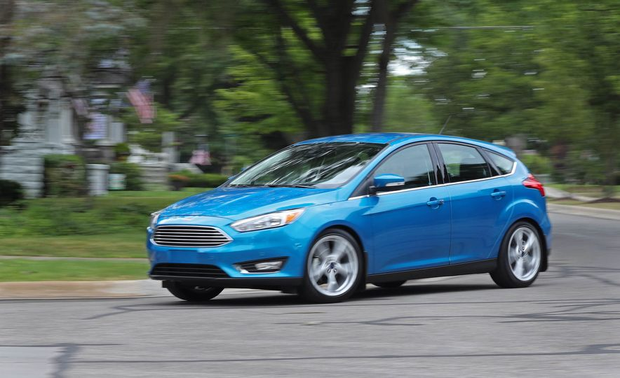 2016 Ford Focus Titanium hatchback - Slide 2
