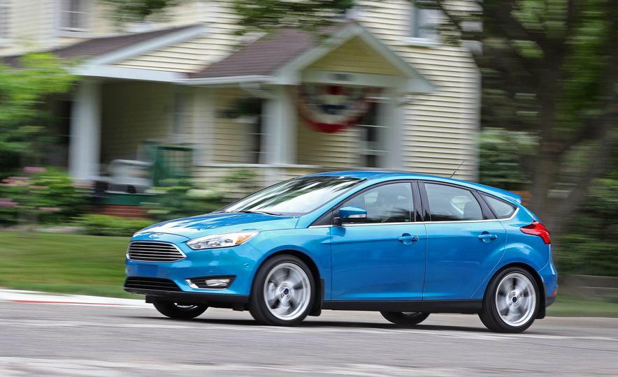 2016 Ford Focus Titanium hatchback - Slide 3
