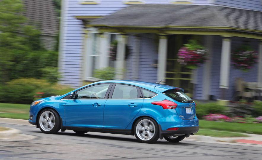 2016 Ford Focus Titanium hatchback - Slide 5