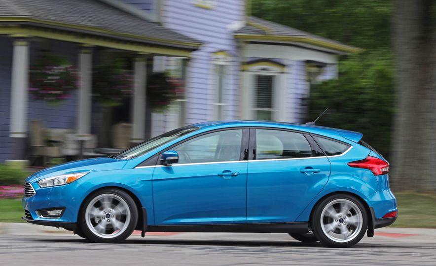 2016 Ford Focus Titanium hatchback - Slide 7