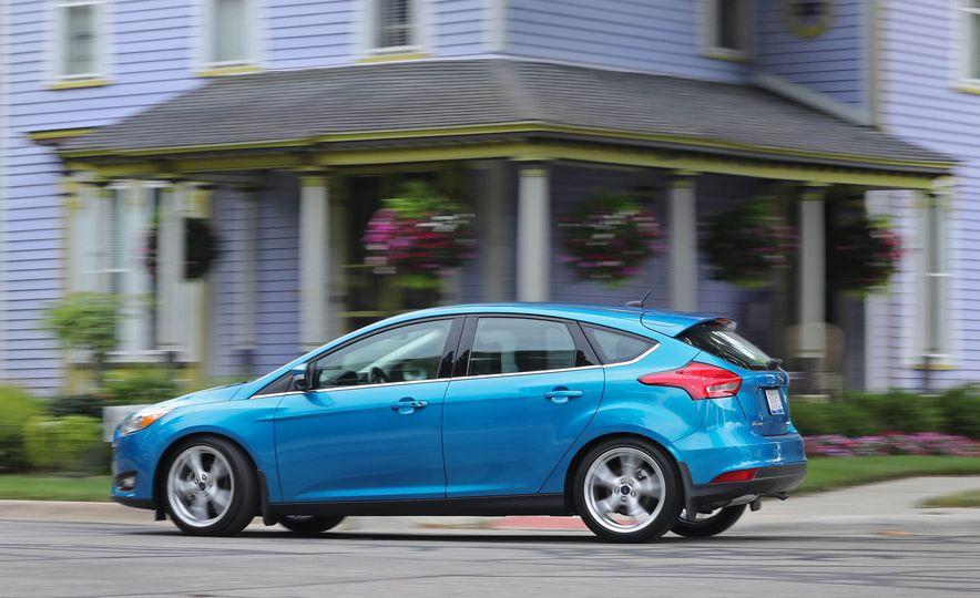 2016 Ford Focus Titanium hatchback - Slide 9