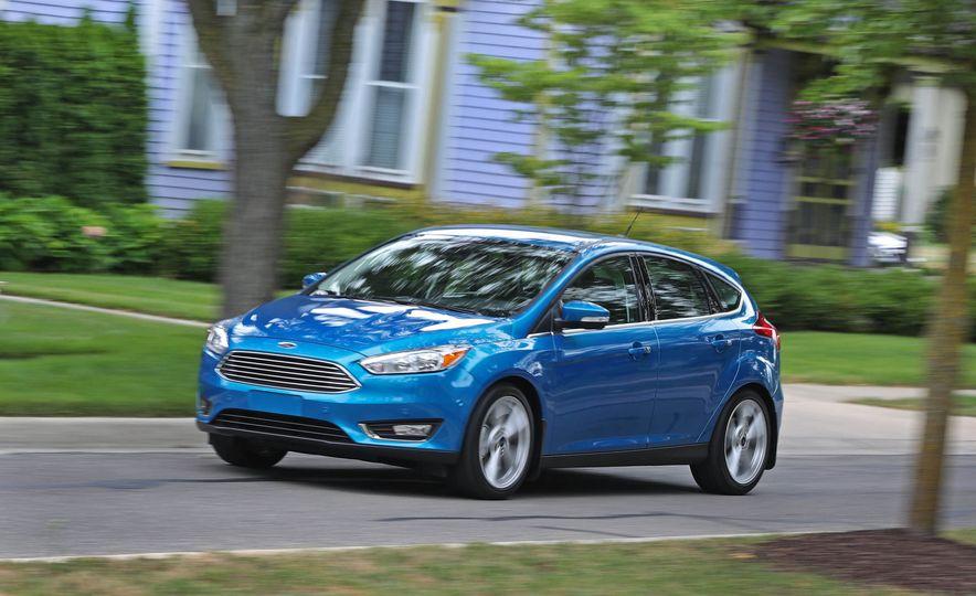 2016 Ford Focus Titanium hatchback - Slide 10