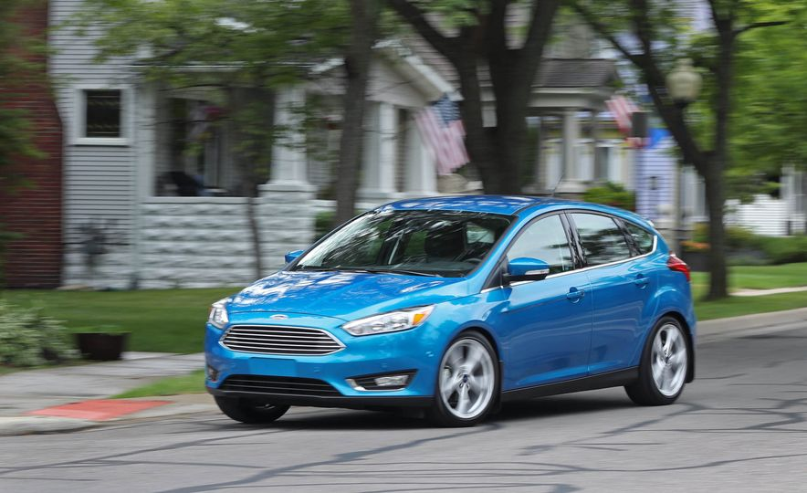 2016 Ford Focus Titanium hatchback - Slide 11