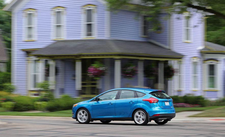 2016 Ford Focus Titanium hatchback - Slide 12