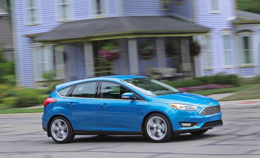 2016 Ford Focus Titanium hatchback - Slide 13