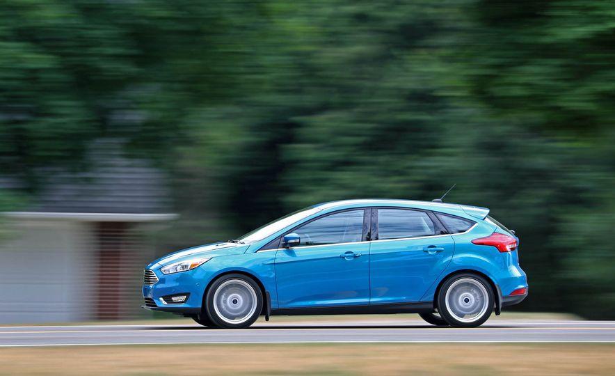 2016 Ford Focus Titanium hatchback - Slide 16