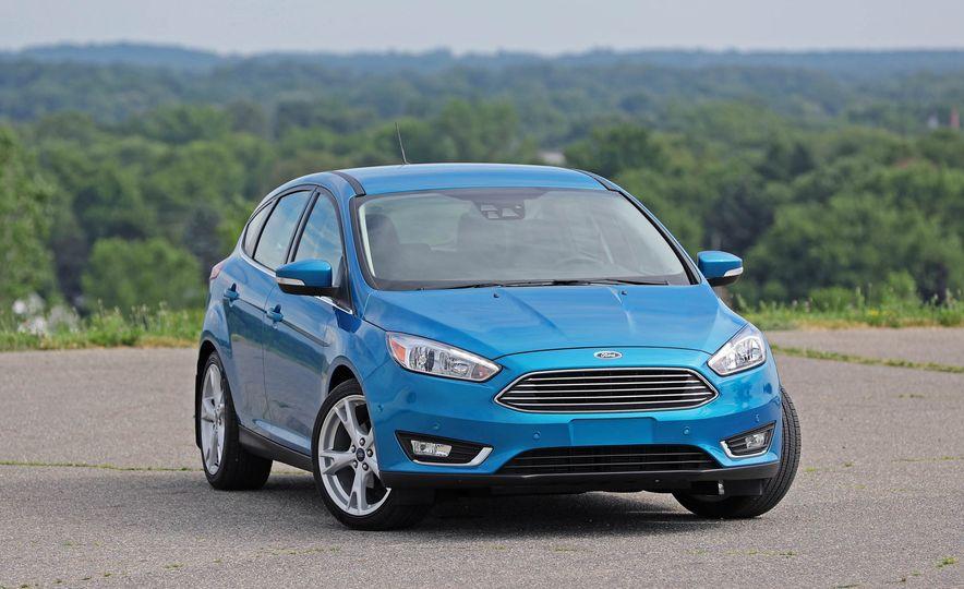 2016 Ford Focus Titanium hatchback - Slide 17