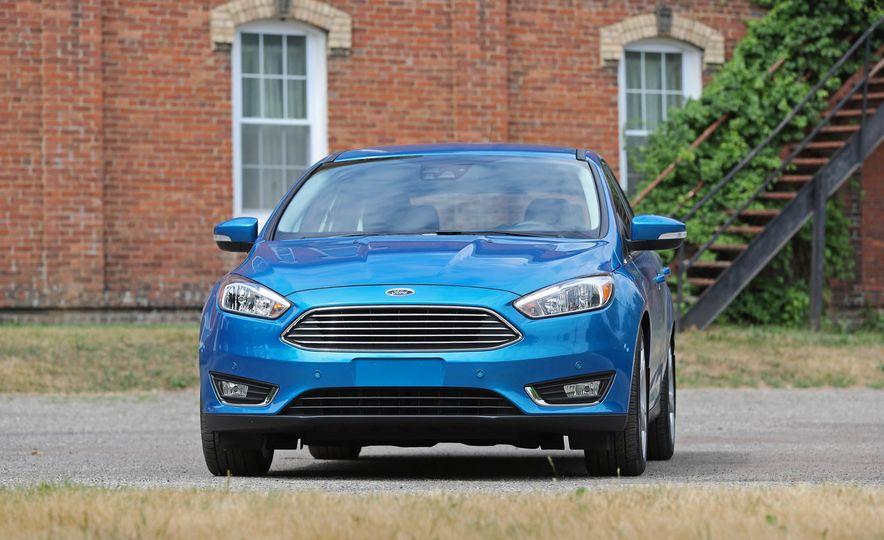 2016 Ford Focus Titanium hatchback - Slide 18