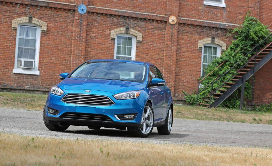 2016 Ford Focus Titanium hatchback - Slide 20