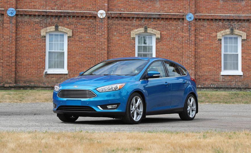 2016 Ford Focus Titanium hatchback - Slide 21
