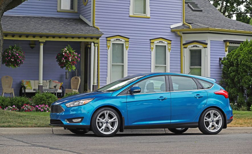 2016 Ford Focus Titanium hatchback - Slide 22