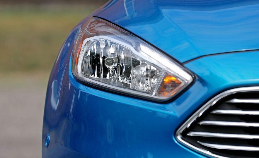 2016 Ford Focus Titanium hatchback - Slide 29