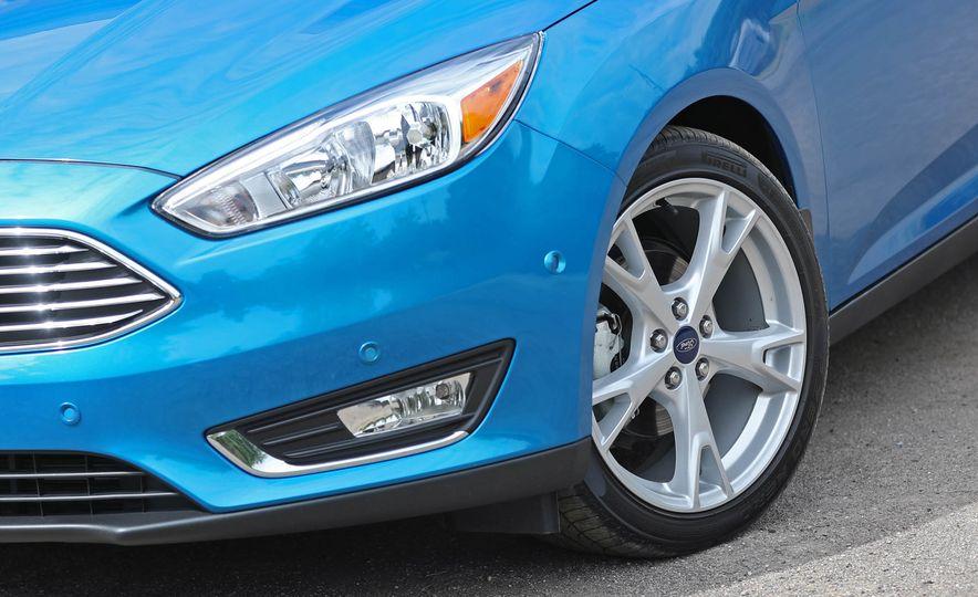 2016 Ford Focus Titanium hatchback - Slide 30