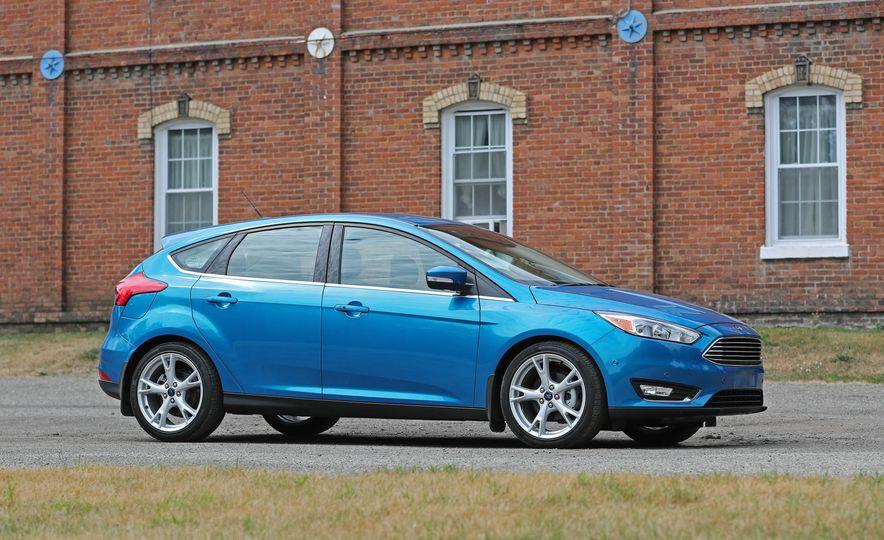 2016 Ford Focus Titanium hatchback - Slide 32
