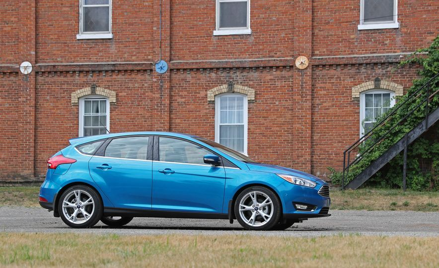 2016 Ford Focus Titanium hatchback - Slide 33