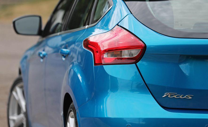 2016 Ford Focus Titanium hatchback - Slide 37