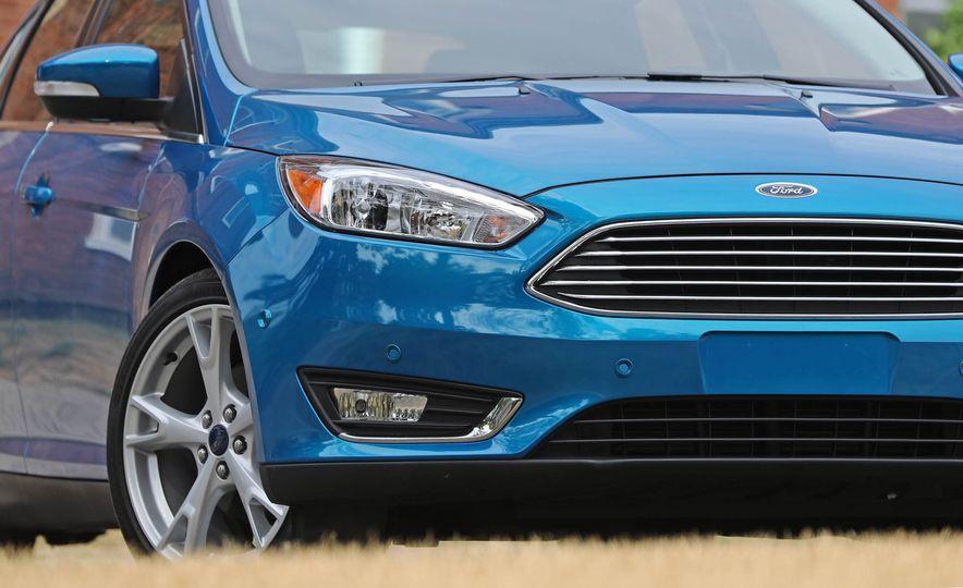 2016 Ford Focus Titanium hatchback - Slide 38