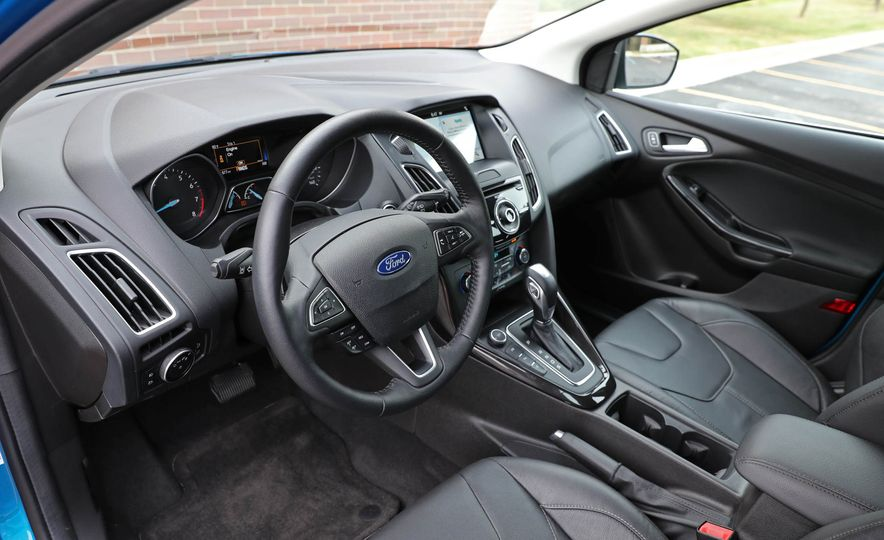 2016 Ford Focus Titanium hatchback - Slide 39