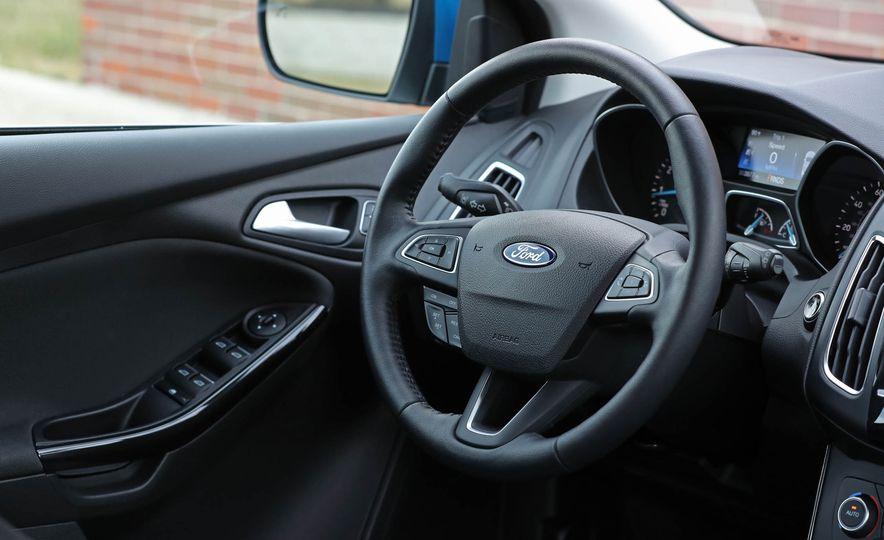 2016 Ford Focus Titanium hatchback - Slide 42