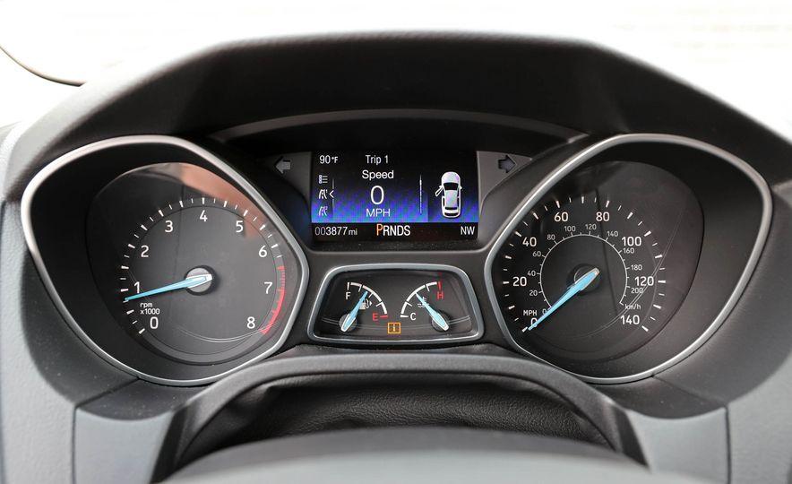 2016 Ford Focus Titanium hatchback - Slide 45