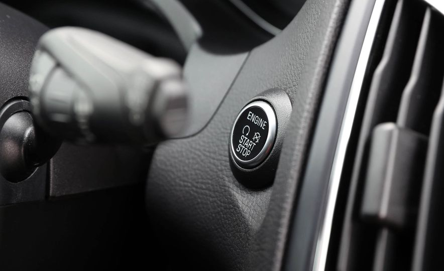 2016 Ford Focus Titanium hatchback - Slide 46