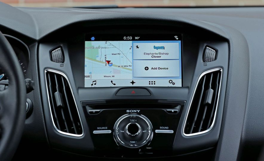 2016 Ford Focus Titanium hatchback - Slide 47