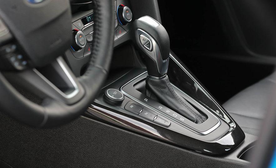 2016 Ford Focus Titanium hatchback - Slide 51